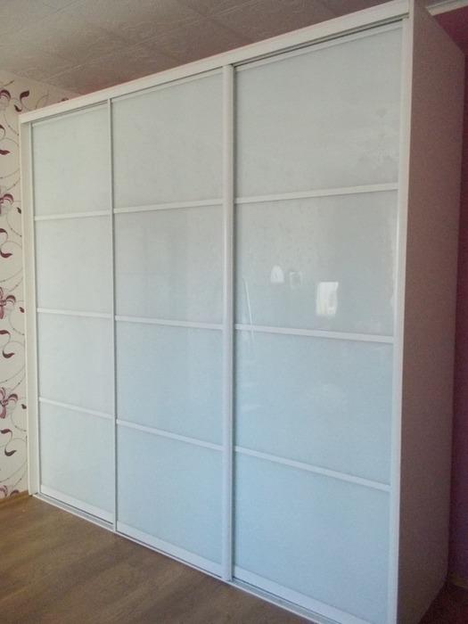 Белые шкафы-купе-Шкаф-купе из стекла с Oracal «Модель 95»-фото1