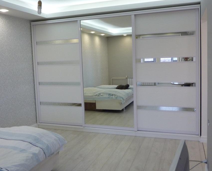 Белые шкафы-купе-Шкаф-купе с зеркалом «Модель 260»-фото1